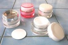 Какие крема по уходу за кожей лица лучше выбрать?