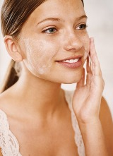Как эффективно вылечить угревую сыпь на лице?